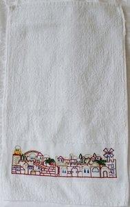 Gastendoekje van Yair Emanuel met een afbeelding van Jeruzalem geborduurd aan de rand.