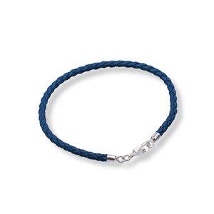 Bedelarmband van stevig gevlochten leer met zilveren sluiting in de kleur donkerblauw, verkrijgbaar in verschillende maten