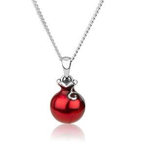 Granaatappelhangertje zilver met rood emaille van Marina passend bij de bedeltjes van dezelfde ontwerpster