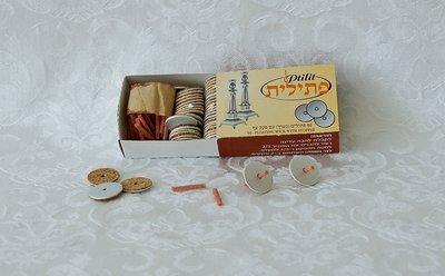 Drijvertjes en lontjes voor in de lampolie glaasjes. doorsnee 1,5 cm