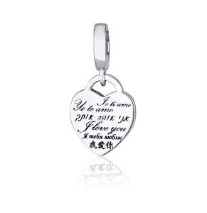 Hangend Bedeltje van zilver met een hartje waarop in diverse talen staat: Ik houd van jou