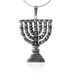 Menorah hangertje, wat groter zilveren Menorah hangertje naar het ontwerp van de Tempel Menorah uit de Rafael Jewelry collectie