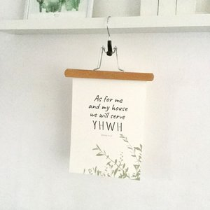 Poster / wanddecoratie A4 van Ahavah design in olijfblad dessin met in het Engels de tekst: As for me and my house we will serve YHWH