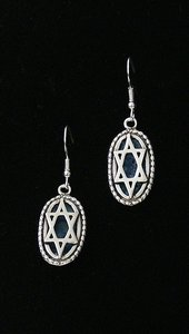 Oorhangers, ovaal vormig hangertje met Davidster en Romeins glas