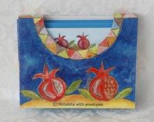 Wenskaarten met envelop van Yair Emanuel, met decoratie van granaatappels. Small 5,5 x 10 cm.