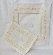 Prachtige geborduurde Pesach set van Yair Emanuel, bestaande uit een oriëntaals geborduurde Matze cover en een Afikoman