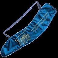 Shofar tas van soepel donkerblauw fluweel met de Ark van het Verbond en Hebreeuws/Engelse Bijbeltekst van Psalm 150:3