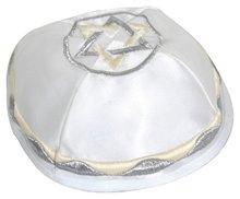 Keppeltje mooie stevige kwaliteit wit satijn met geborduurde Davidster en sierrand in zilvergrijs gebroken wit