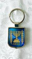 Grote zilverkleurige / blauw metallic sleutelhanger met het symbool van Israel, de Knesset Menorah in goud/geel