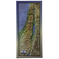 Reliëf kaart van het land Israel van kunststof verfraaid met een vlag en diverse andere items. Afmeting 49 x 22 cm