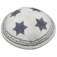 Keppeltje / Kippah, prachtig wit keppeltje van suède-achtige stof met 4 geborduurde Davidsterren van 'Isra&#x00eb