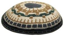 Keppeltje / Kippah, gehaakt met ingewerkt patroon van mooi fijn DMC garen in de kleuren zwart,grijs/blauw,bruin en ecru, 17 cm