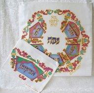 Pesach set van Yair Emanuel versierd met hand geschilderde kronen in prachtige kleurschakering.