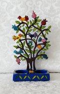 Shabbats kandelaar in de vorm van een granaatappelboom met duifjes.