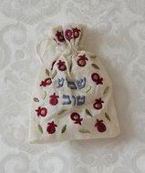 Specerijen zakje met speciale kruiden voor de Havdalah viering.