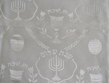 Tafelkleed, wit voor Shabbat of de Bijbelse feestdagen. Afmeting 200 x 145 cm.