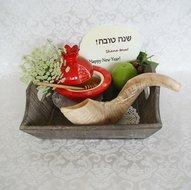 Pakketje met 3 x 2 Rosh HaShana kaarten met de Hebreeuwse tekst: Shana Tova en in het Engels Happy New Year
