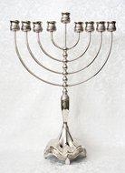 Grote verzilverde Chanukah / Chanoeka Menorah / Chanoekia met Jeruzalem decoratie, geschikt voor normale diner- of huishoudkaar