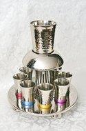 Prachtige wijnfontein / Kiddush / Kiddoesj set gehamerd glanzend zilverkleur multicolor van Yair Emanuel