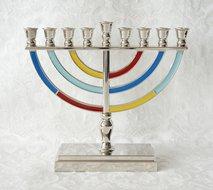 Chanukah Menorah, Chanoekia in mooi klassiek model, uitgevoerd in nikkel met vrolijke kleurtjes