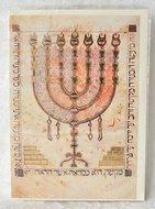Wenskaart uit Israel met de Menorah en in het Hebreeuws de Bijbelteksten over de voorschriften voor de Menorah