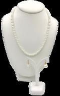 Complete Sieradenset van mooie fijne parelketting met oorbellen met vergulde details van Marina