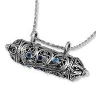 Mezuzah / Mezoeza hanger, prachtige te openen Mezuzah hanger van filligree zilver met saffiertjes uit de Rafael Jewelry collect