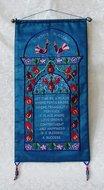 Huis zegening in mooi diep blauw van ruwe zijde met handgeborduurde tekst in het Engels