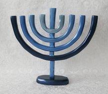 Prachtige Aluminium Chanukah Menorah (Chanoekia) van Yair Emanuel in de blauwe Israelkleur