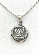 Menorah / Menora hangertje, schattig klein zilveren Menorah hangertje in ronde omlijsting