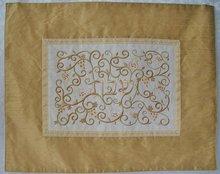 Challah / Challe kleedje van Yair Emanuel in goud met prachtig borduursel