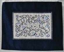 Challah / Challe kleedje van Yair Emanuel van koningsblauwe ruwe zijde met prachtig borduursel